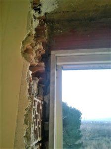 Assenza di riempimento tra marmo e muratura